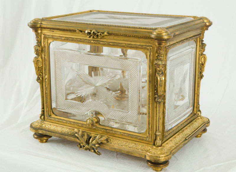 Pozlacena skrinja za liker kraljevski poklon Obrenovica